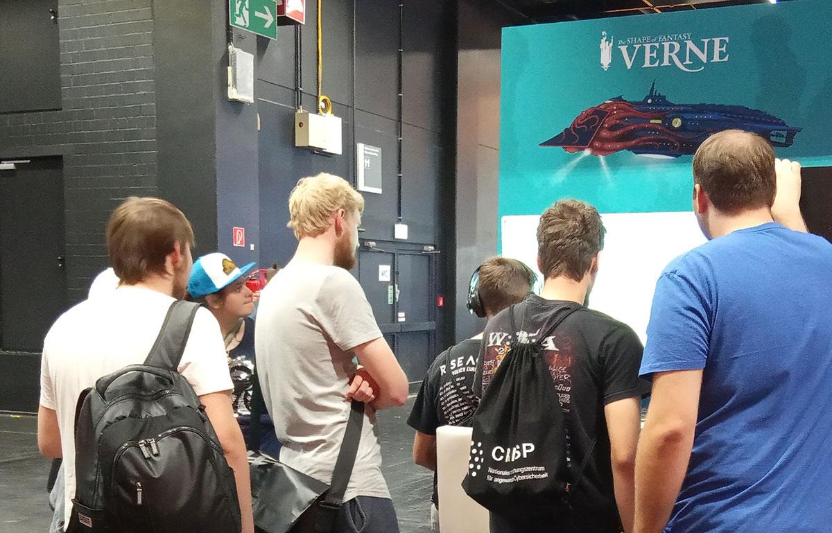 Jugadores probando Verne, the shape of fantasy
